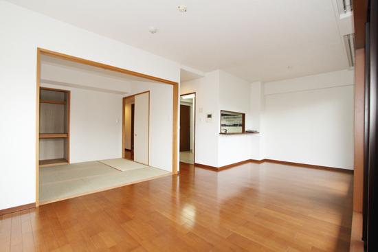 広角レンズを使用した室内写真